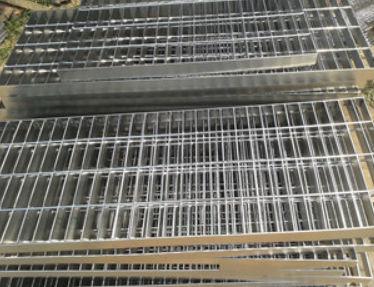 机器与手工焊接不锈钢格板