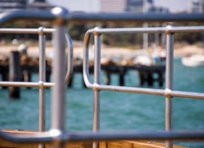 球形点立柱栏杆组成及安装